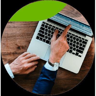 Consultoria y negocio -Verificación de Validez de los Comprobantes Fiscales - persona trabajando